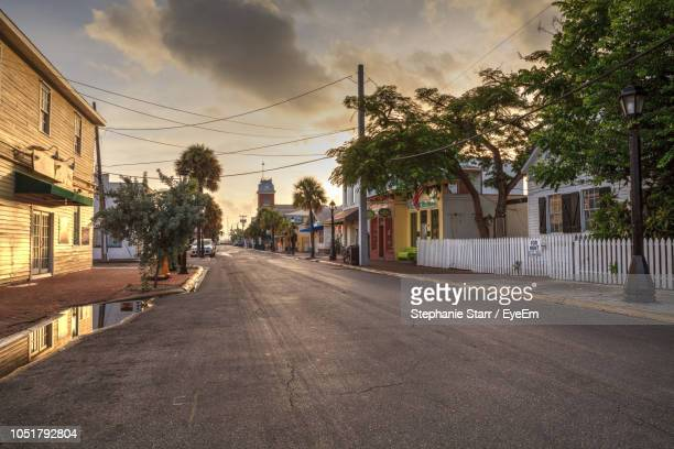 street amidst buildings against sky - florida usa stock-fotos und bilder