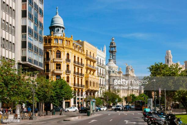 street and historic buildings at plaza del ayuntamiento in valencia downtown, spain - valencia spanje stockfoto's en -beelden