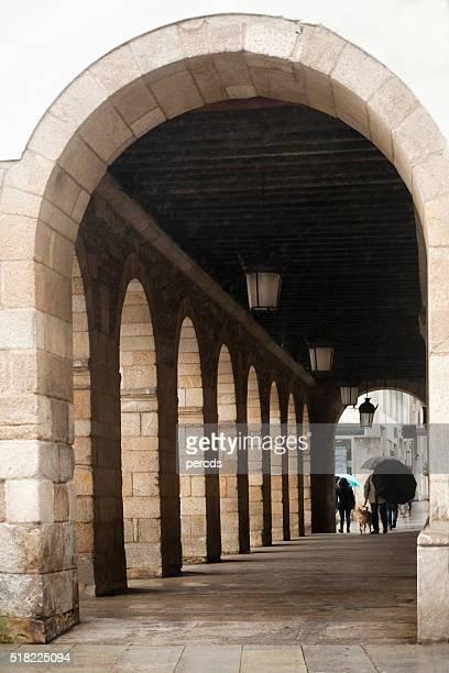 Galería vista a la calle en la antigua ciudad de Lugo, Galicia, España.