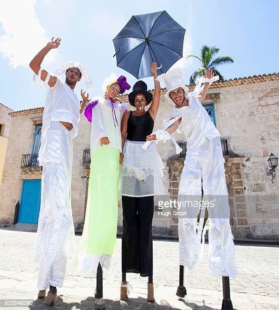 street artisans on stilts. havana. cuba. - hugh sitton stock-fotos und bilder