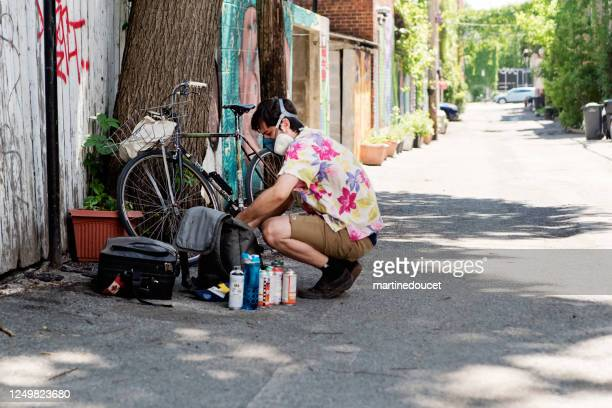 """street artist getting ready to paint on backstreet wall. - """"martine doucet"""" or martinedoucet stock pictures, royalty-free photos & images"""