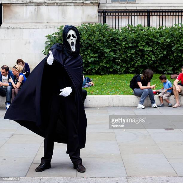 Street Artist in Trafalgar Square with 'the scream' Mask