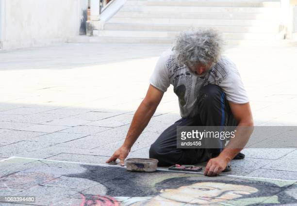 street artist in venice , italy - street artist stock pictures, royalty-free photos & images