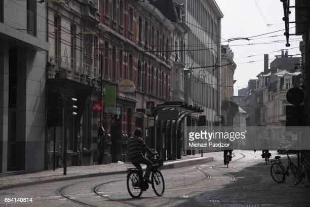 street at korenmarkt - 東フランダース ストックフォトと画像