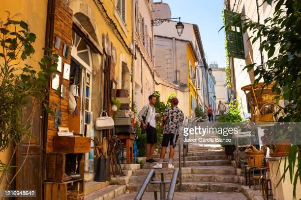 street at le panier quarter - marseille photos et images de collection