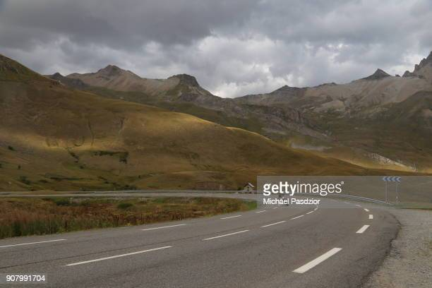 street at mountain range les ecrins - auvergne rhône alpes stock pictures, royalty-free photos & images