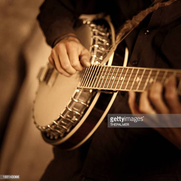 street banjo player