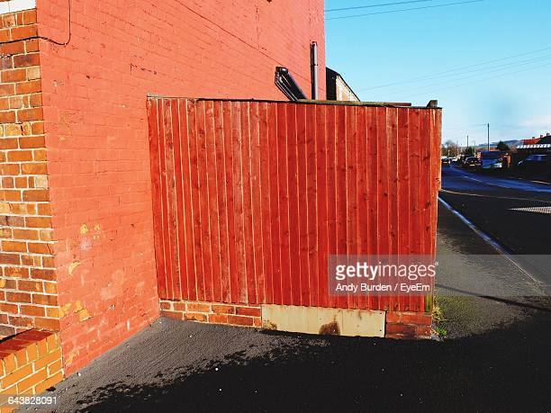street by brick wall of building - malton stock pictures, royalty-free photos & images