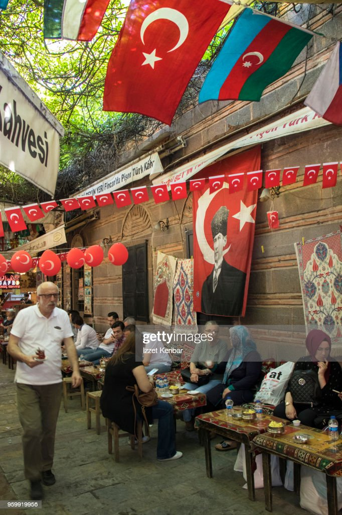 Street café at Kemeralti , turkish flags around and seated customers, Izmir Turkey : Stock-Foto