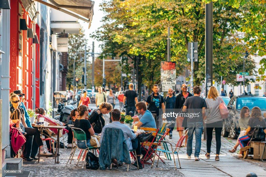 ベルリン、ドイツのストリート カフェ : ストックフォト