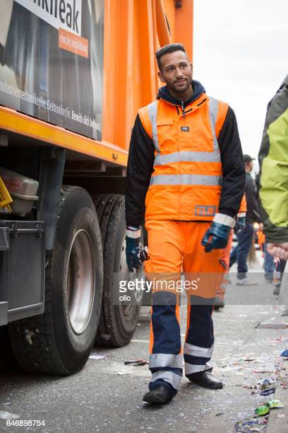 street carnival wiesbaden 2017 - cleaning the streets - street sweeper stock pictures, royalty-free photos & images