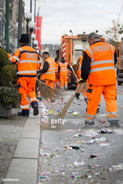 Street carnival Wiesbaden 2017 - cleaning the streets