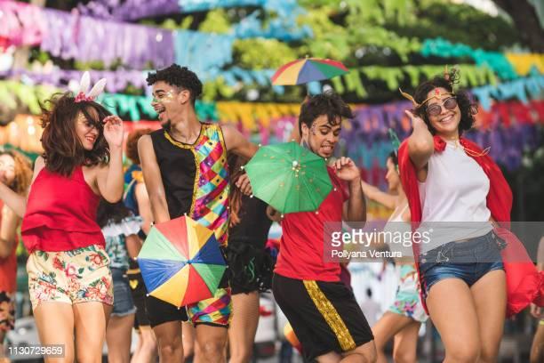 calle carnvial - carnaval evento de celebración fotografías e imágenes de stock