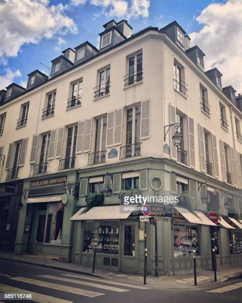 有名なラ ラデュレ ベーカリーとカフェ、パリの街角 - サンジェルマンデプレ ストックフォトと画像