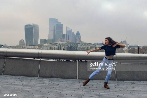 street dancing in the city - dancer stock pictures, royalty-free photos & images