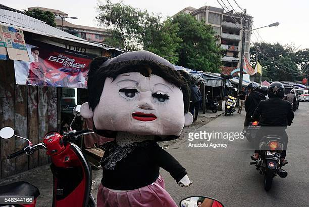 Street entertainer dressed as doll is seen at the Slum area in Jakarta Indonesia on July 11 2016 Indonesia is the most populous country in Southeast...