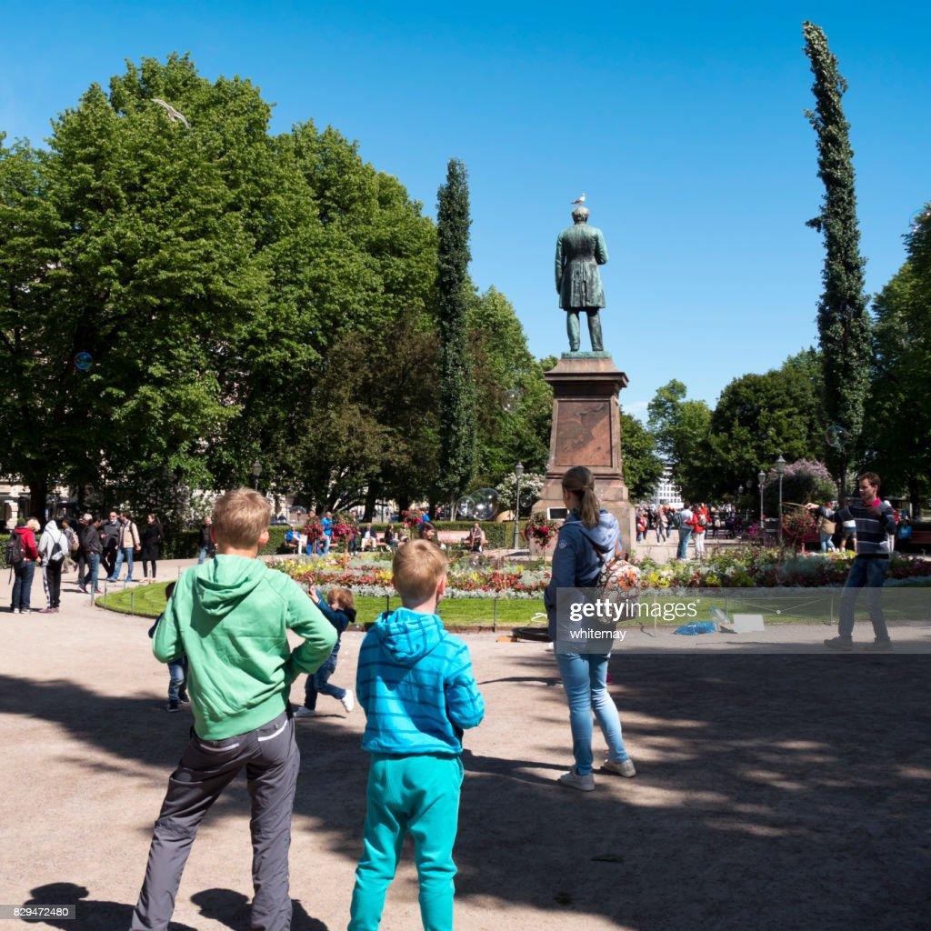 Street entertainer making bubbles in Esplanadi (Esplanade Park), Helsinki : Stock Photo
