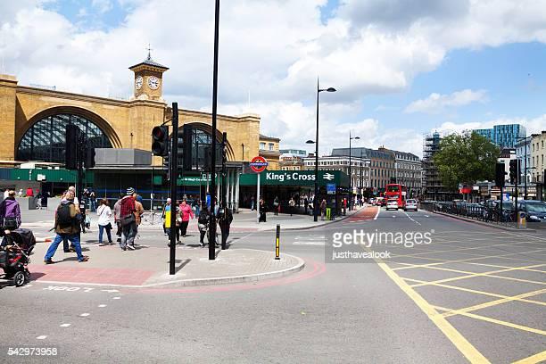 ストリート ユーストン・ロード 、キングスクロス駅 - キングスクロス駅 ストックフォトと画像