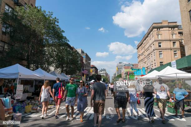 street fair was opened on the 2nd avenue at east village manhattan new york on jul. 16 2017. people walks down the 2nd avenue among the many street shops along the street. - jul photos et images de collection
