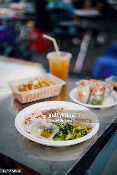 street food - asian food - plastic plate stock pictures, royalty-free photos & images