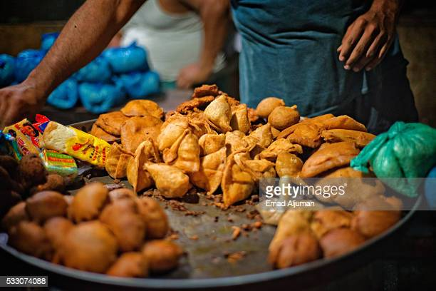 street food in chandni chowk, delhi, india - old delhi stock pictures, royalty-free photos & images