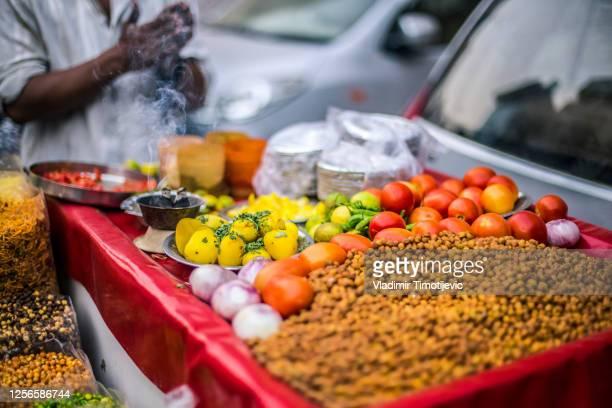 street food in india, new delhi - delhi stock-fotos und bilder