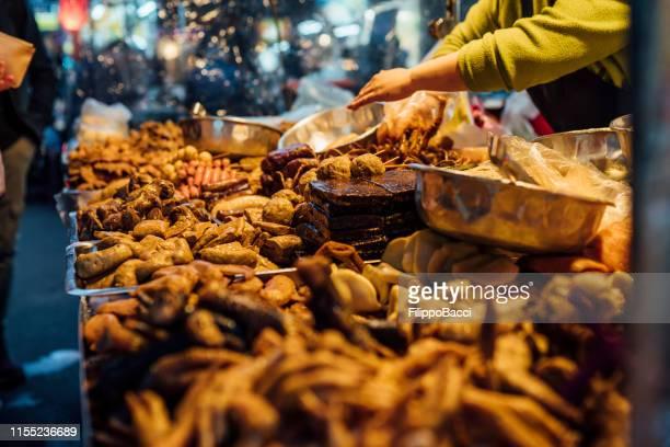street food in taipei, taiwan - evening meal imagens e fotografias de stock