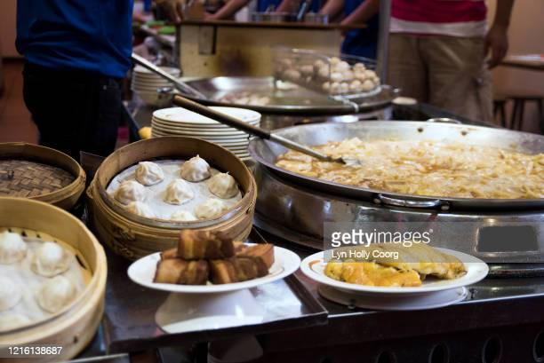 street food marketplace - lyn holly coorg stock pictures, royalty-free photos & images