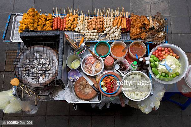street food stall in silom, elevated view - bangkok stock pictures, royalty-free photos & images