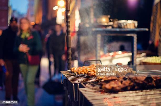 street food stall - carne assada imagens e fotografias de stock