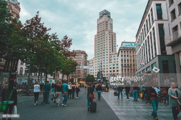 straße in antwerpen, belgien - antwerp city belgium stock-fotos und bilder