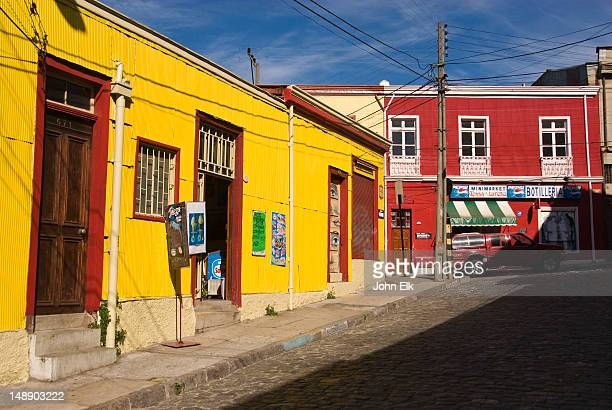 street in cerro conception. - valparaiso chile stock pictures, royalty-free photos & images