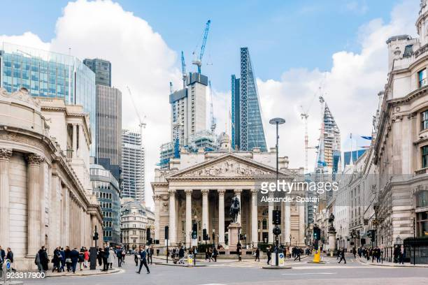 street in city of london with royal exchange, bank of england and new modern skyscrapers, england, uk - stadtzentrum stock-fotos und bilder