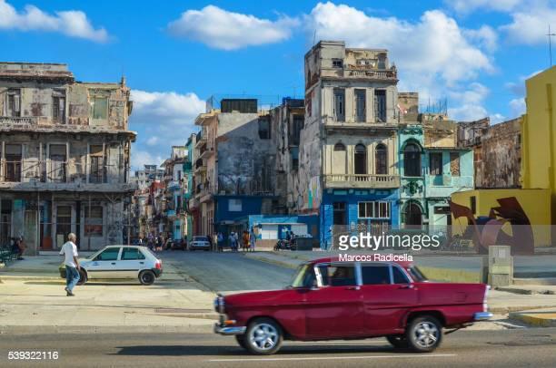 street in habana, cuba. - radicella photos et images de collection