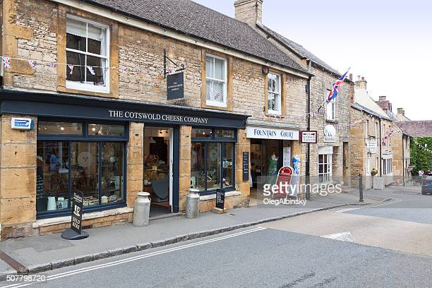 street in historic center in stow-on-the-wold, cotswold, england, united kingdom. - stow on the wold stock pictures, royalty-free photos & images
