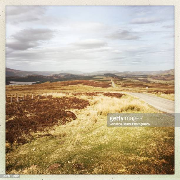 street in landscape, scotland, highlands, uk - vereinigtes königreich stock pictures, royalty-free photos & images
