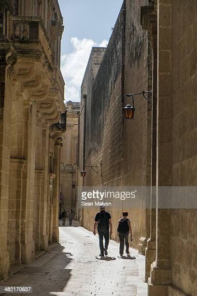 street in medieval walled city, mdina, malta - sean malyon stock pictures, royalty-free photos & images