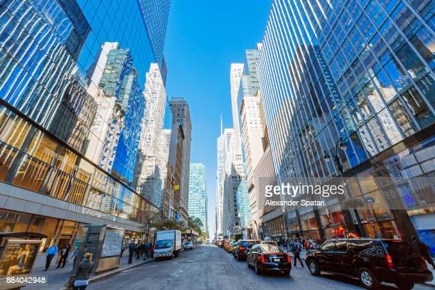 street in midtown manhattan, new york city, usa - midtown manhattan stock pictures, royalty-free photos & images