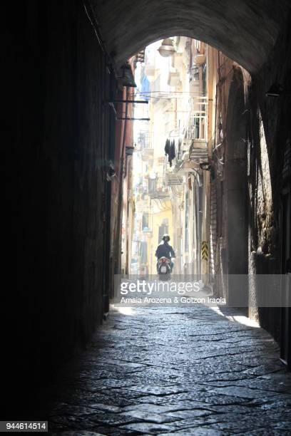 street in naples - naples italie photos et images de collection