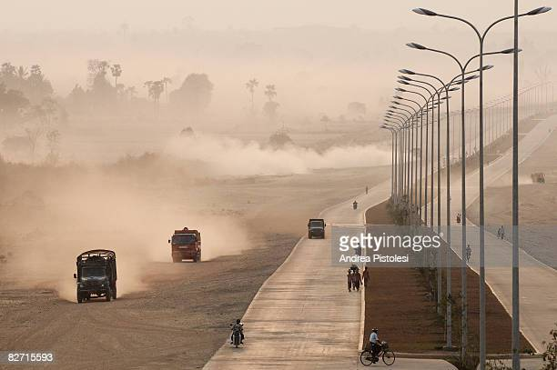 street in new development area of nay pyi taw - naypyidaw stock pictures, royalty-free photos & images