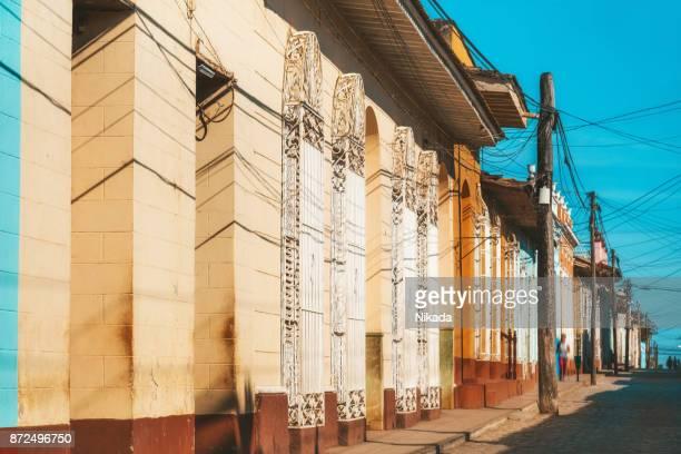 straat in de oude binnenstad van trinidad, cuba - sancti spiritus provincie stockfoto's en -beelden