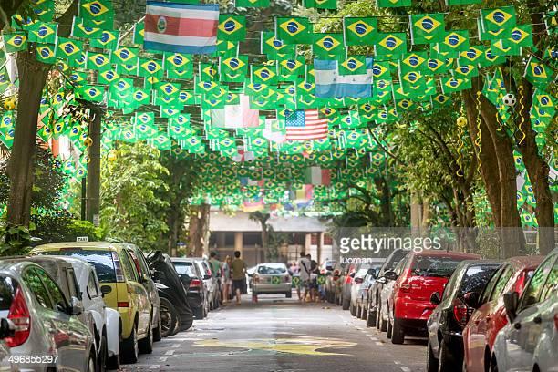 street no rio decorados para a copa do mundo de 2014 - evento de futebol internacional - fotografias e filmes do acervo