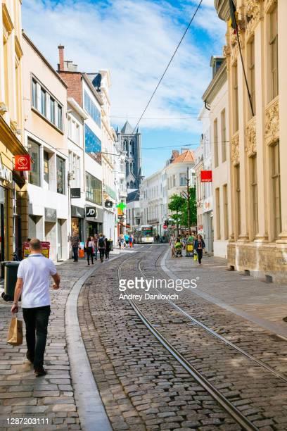 a street in the centre of ghent. - flandres oriental imagens e fotografias de stock