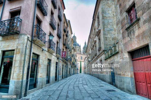 street in the old city of salamanca, spain - städtische straße stock pictures, royalty-free photos & images