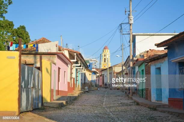 street in trinidad, cuba. - radicella photos et images de collection