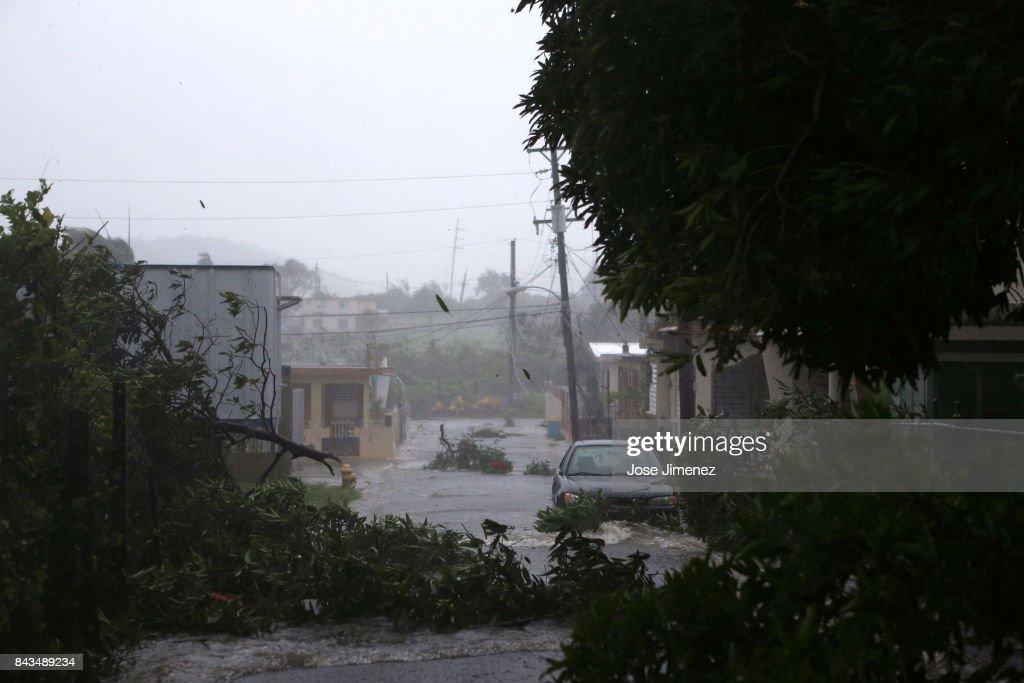 Hurricane Irma Barrels Into Puerto Rico : News Photo