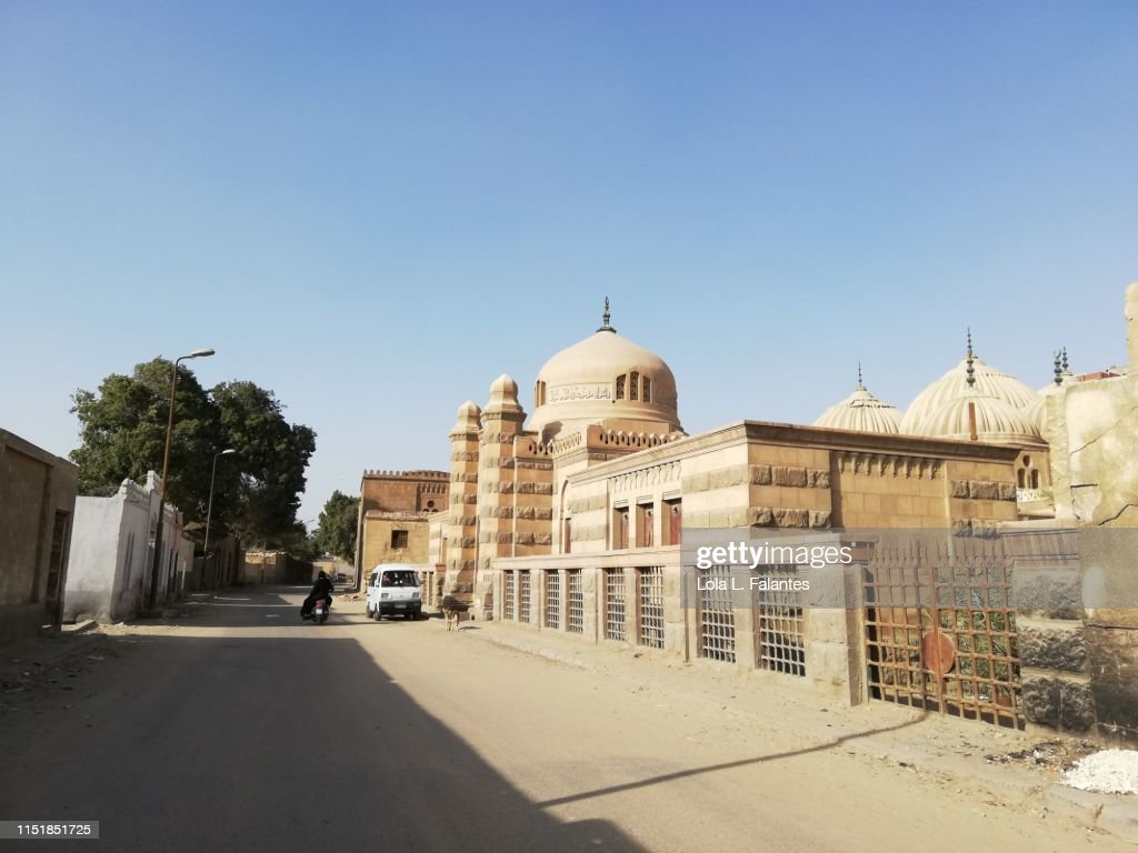 Street leading to Hosh al-Basha complex in the Southern Cemetery of Cairo : Foto de stock