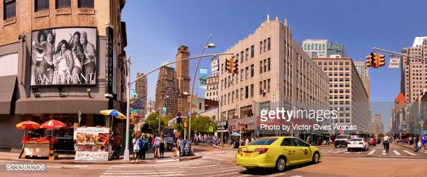 street life. urban landscape. brooklyn, new york, usa - victor ovies fotografías e imágenes de stock