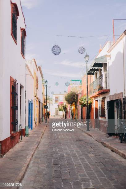 street lined with colorful houses in the historic center of santiago de queretaro, mexico - ケレタロ州 ストックフォトと画像
