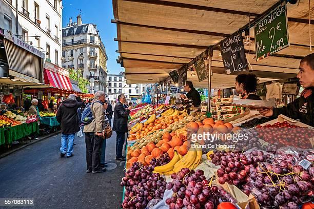 street market aligre in paris - ile de france photos et images de collection